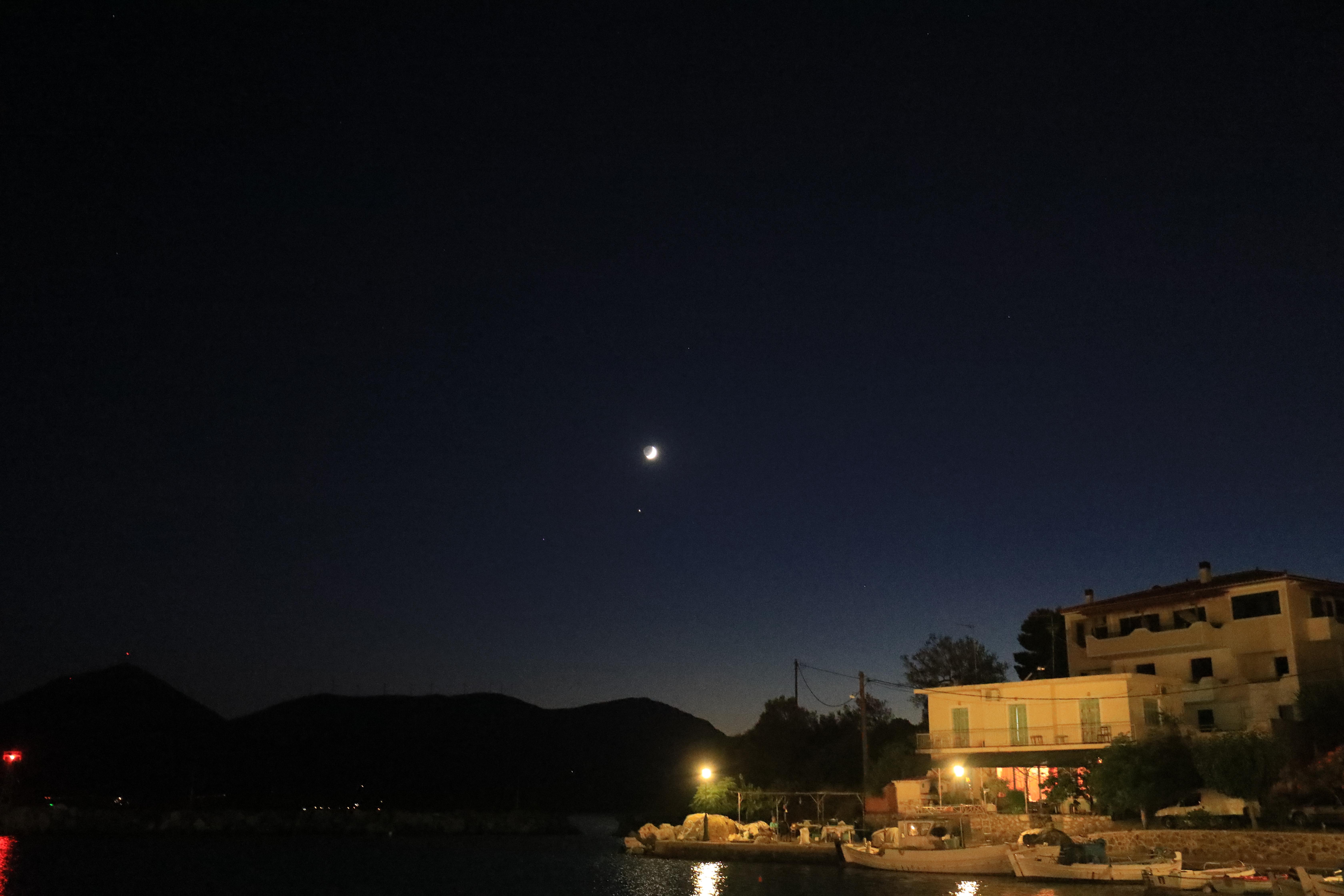 Księżyc nad Vathi